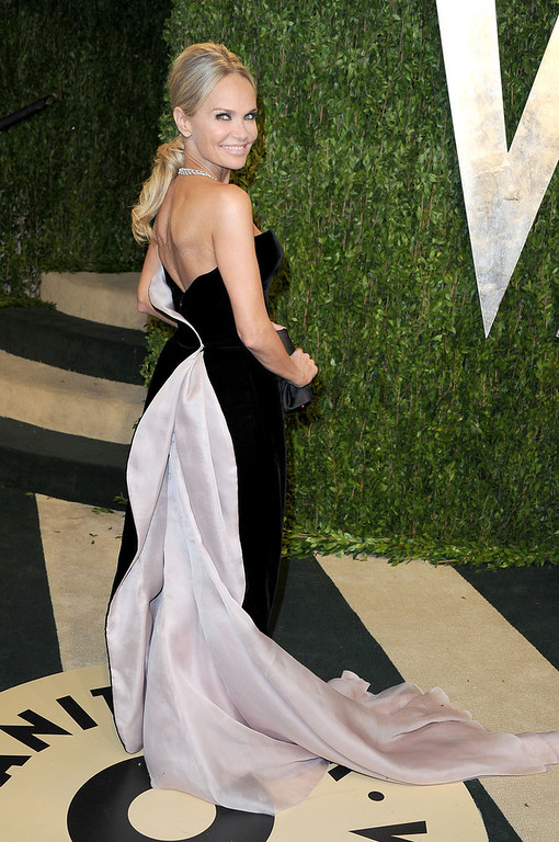 Description of . Actress Kristin Chenoweth arrives at the 2013 Vanity Fair Oscar Party hosted by Graydon Carter at Sunset Tower on February 24, 2013 in West Hollywood, California.  (Photo by Pascal Le Segretain/Getty Images)