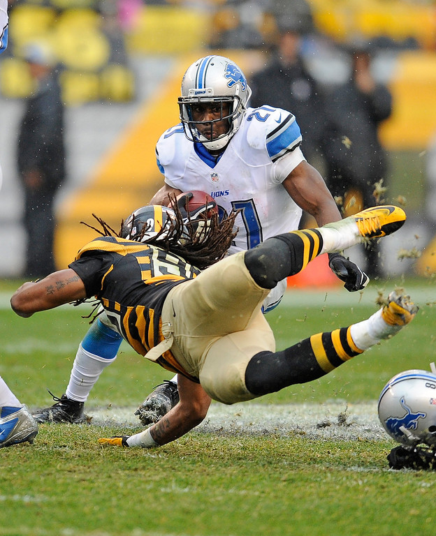 Description of . Reggie Bush #21 of the Detroit Lions avoids a tackle by Jarvis Jones #95 of the Pittsburgh Steelers on November 17, 2013 at Heinz Field in Pittsburgh, Pennsylvania.  (Photo by Joe Sargent/Getty Images)