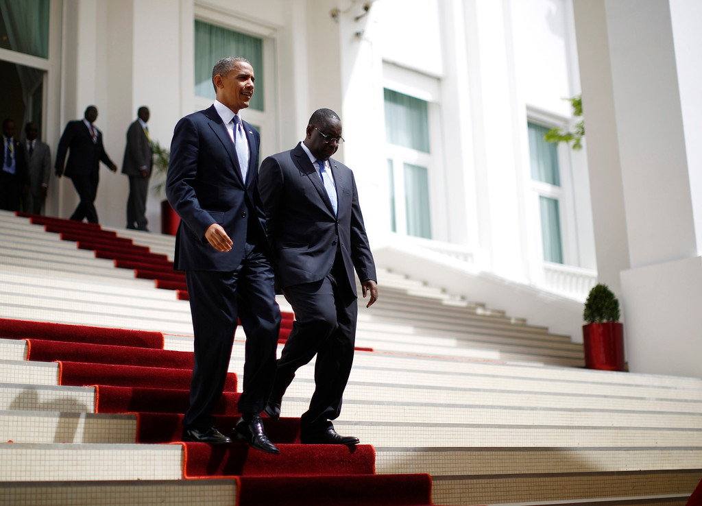 Description of . U.S. President Barack Obama (L) arrives at a joint press conference with Senegal's President Macky Sall at the Presidential Palace in Dakar, June 27, 2013.   REUTERS/Jason Reed