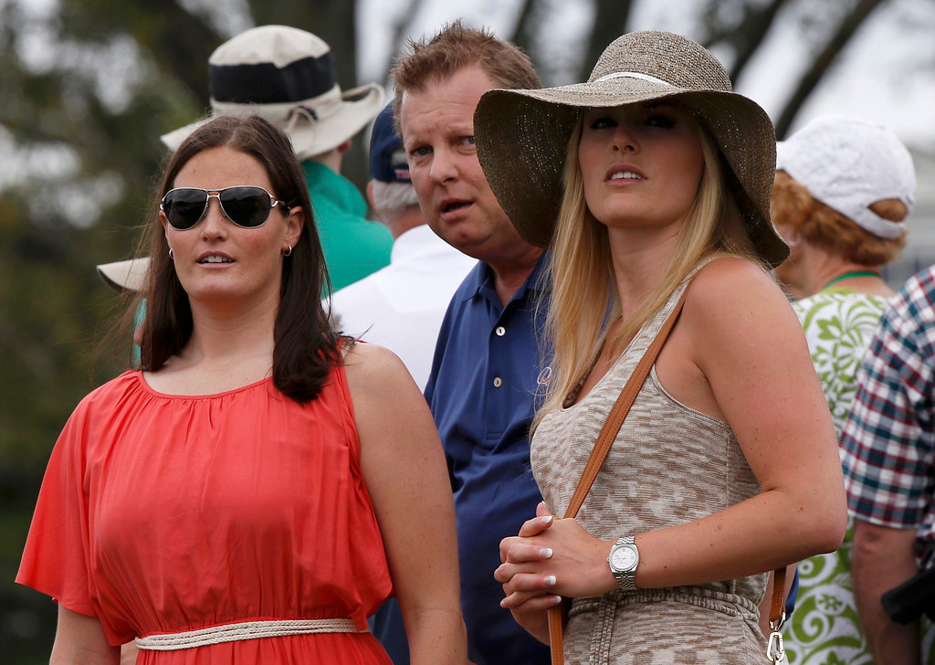 Description of . Skier Lindsey Vonn (R), girlfriend of Tiger Woods, watches play with physical therapist Lindsay Winninger (L) during first round play in the 2013 Masters golf tournament at the Augusta National Golf Club in Augusta, Georgia, April 11, 2013.    REUTERS/Mike Segar