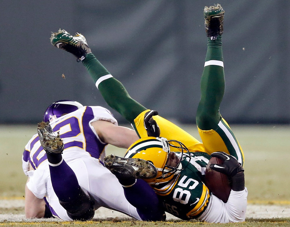 Description of . Green Bay Packers wide receiver Greg Jennings (85) is hit by Minnesota Vikings free safety Harrison Smith (22) during their NFL NFC wildcard playoff football game in Green Bay, Wisconsin, January 5, 2013.  REUTERS/Tom Lynn