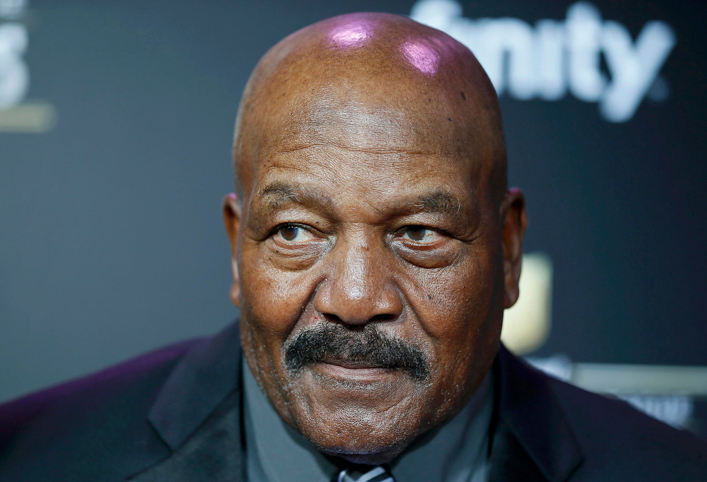 Description of . Former Cleveland Browns running back and actor Jim Brown arrives at the 2nd Annual NFL Honors in New Orleans, Louisiana, February 2, 2013. The San Francisco 49ers will meet the Baltimore Ravens in the NFL Super Bowl XLVII football game February 3.    REUTERS/Lucy Nicholson