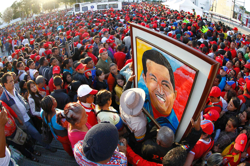 Description of . Supporters of Venezuela's late President Hugo Chavez wait for a chance to view his body at the military academy in Caracas March 8, 2013. REUTERS/Carlos Garcia Rawlins