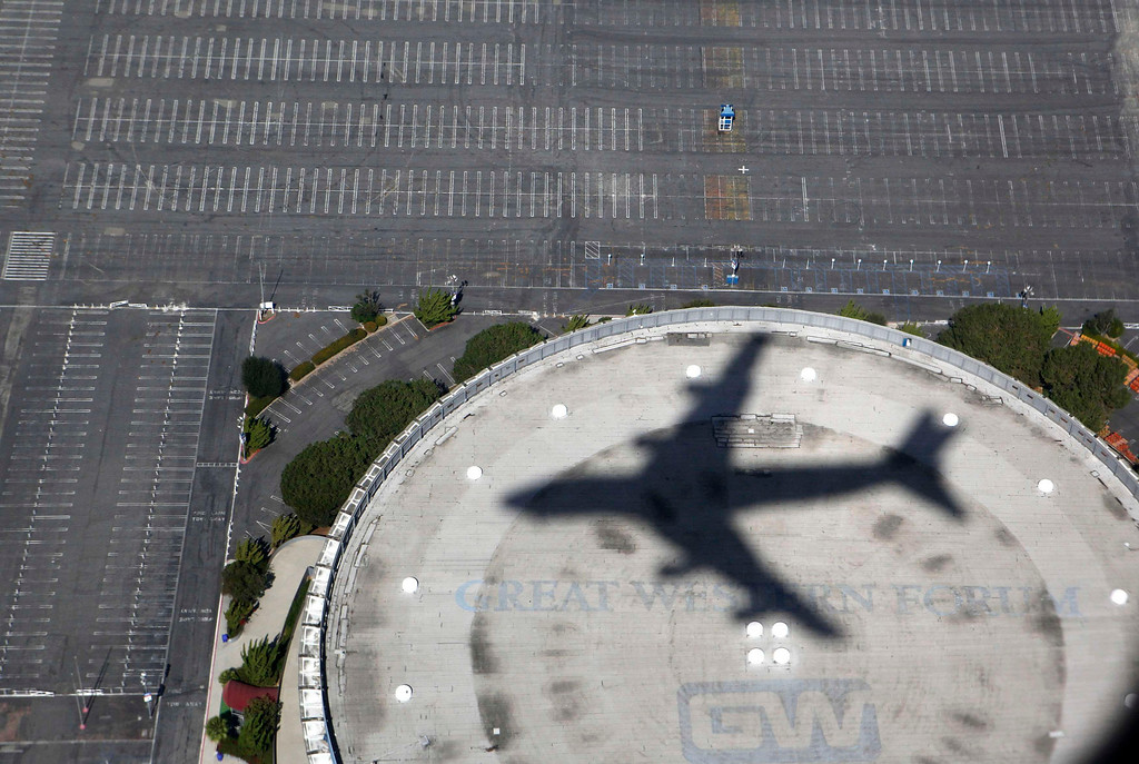 Description of . Air Force One casts a shadow over The Forum in Inglewood as it prepares to land in Los Angeles carrying U.S. President Barack Obama as he begins a three day campaign swing to California and Ohio, October 7, 2012.  REUTERS/Larry Downing
