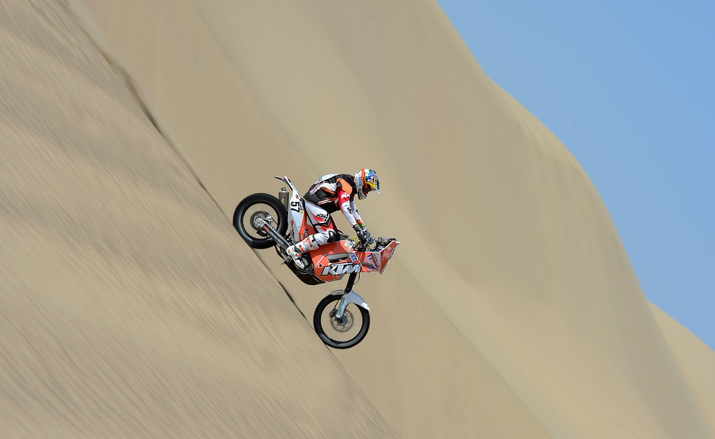 Description of . PISCO, PERU - JANUARY 06:  Ben Grabham of team HSE KTM Australia competes during the stage from Pisco to Pisco on day two of the 2013 Dakar Rally on January 6, 2013 in Pisco, Peru.  (Photo by Shaun Botterill/Getty Images)