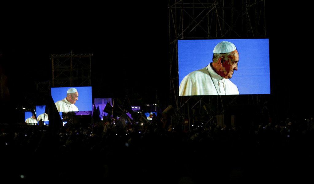 Description of . Pope Francis is projected on screens at Copacabana beach in Rio de Janeiro July 25, 2013. Pope Francis is on the fourth day of his week-long visit for World Youth Day.          REUTERS/Ueslei Marcelino