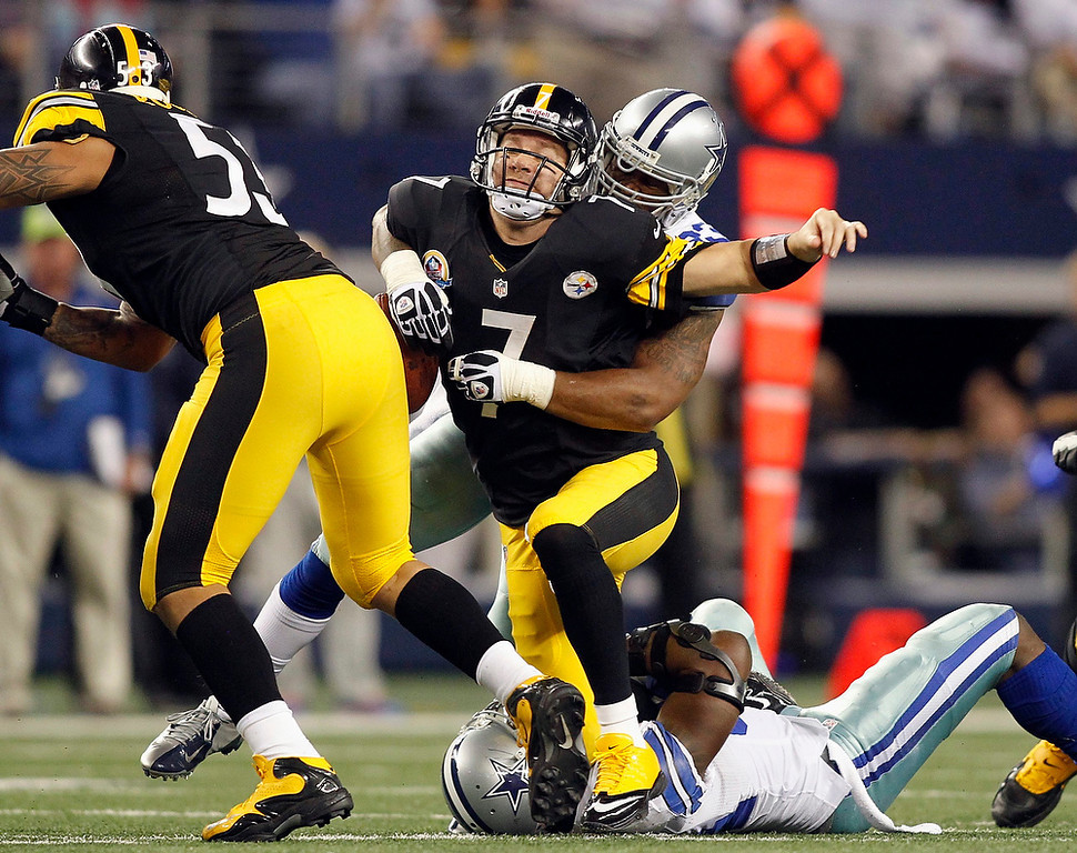 Description of . Pittsburgh Steelers quarterback Ben Roethlisberger (2nd L) is sacked by Dallas Cowboys linebacker Anthony Spencer (back) and linebacker DeMarcus Ware (on ground), as center Maurkice Pouncey (L) blocks in the second half of their NFL football game in Arlington, Texas December 16, 2012.  REUTERS/Mike Stone