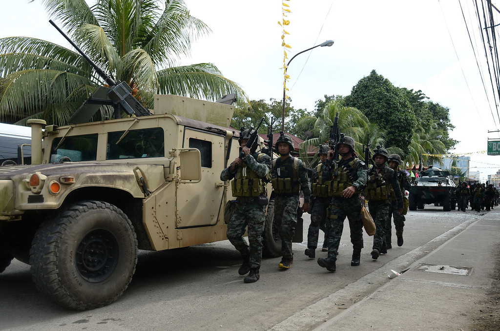 Description of . Members of Philippine national police special forces arrive to reinforce soldiers during a fire fight between government forces and Muslim rebels as stand-off entered its fourth day in Zamboanga City on the southern island of Mindanao on September 12, 2013.   AFP PHOTO/TED ALJIBE/AFP/Getty Images
