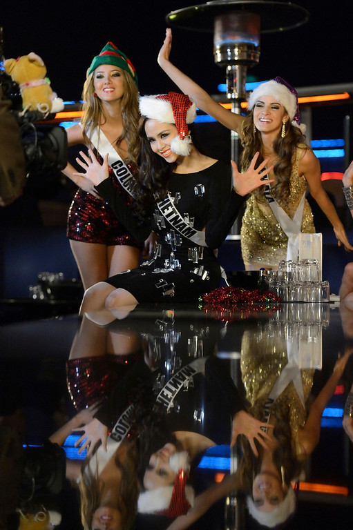 . Miss Universe 2012 contestants Miss Colombia Daniella Alvarez Vasquez, Miss Vietnam Diem Huong Luu (C), and Miss Guatemala Laura Godoy (R) sing at Caesar\'s Pure Nightclub for a TV spot shoot in Las Vegas, Nevada December 11, 2012.  89 Contestants will compete for the coveted Miss Universe Diamond Nexus Labs Crown. REUTERS/Miss Universe Organization/Matt Brown/Handout