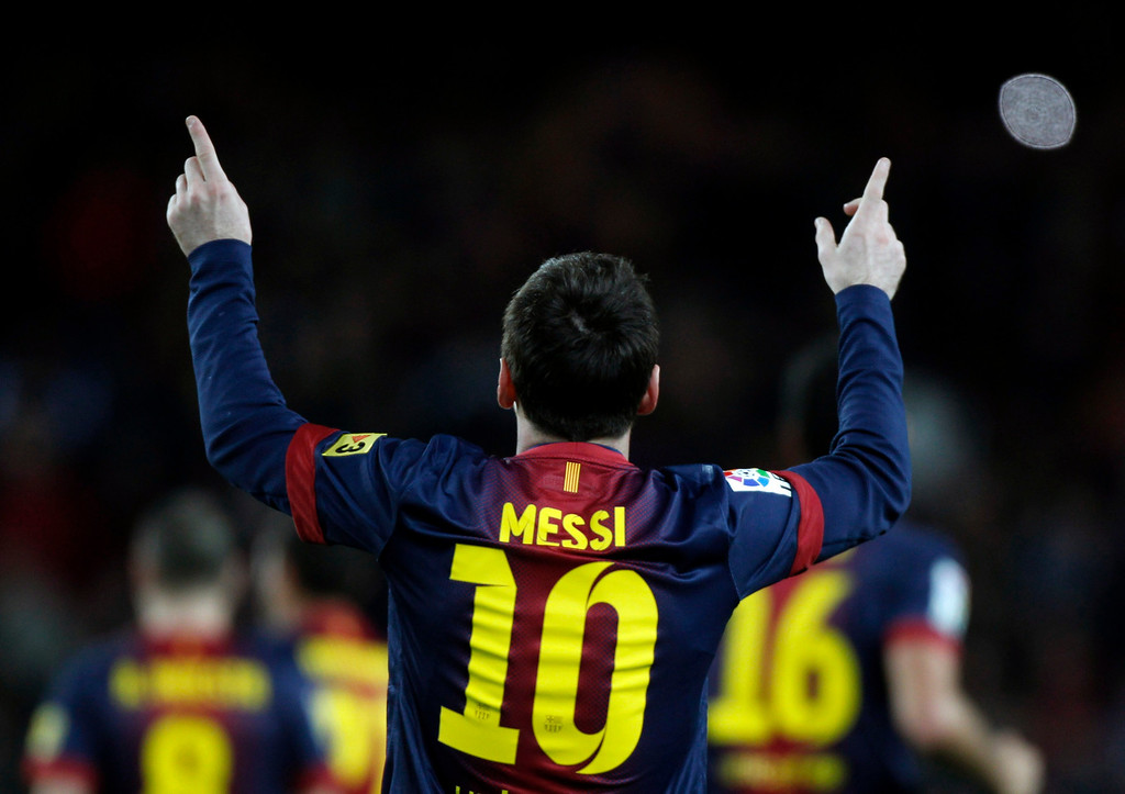 Description of . Barcelona's Lionel Messi celebrates his goal against Atletico de Madrid during their Spanish first division soccer match at Camp Nou stadium in Barcelona December 16, 2012.     REUTERS/Gustau Nacarino