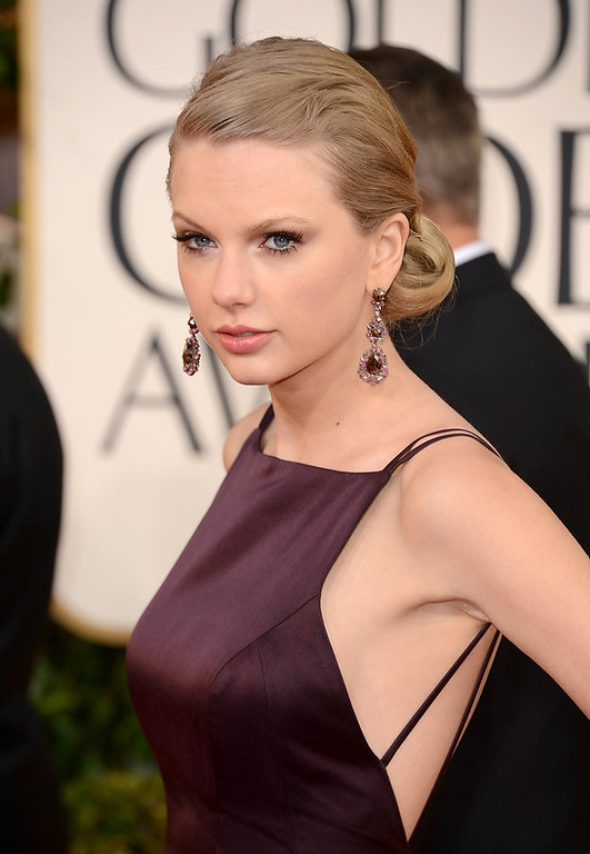 Description of . Singer Taylor Swift's jewelry and make-up looked amazing on the red carpet, but her dress wasn't as great which is why she is a nominee for worst dressed at the 70th Annual Golden Globe Awards held at The Beverly Hilton Hotel on January 13, 2013 in Beverly Hills, California.  (Photo by Jason Merritt/Getty Images)
