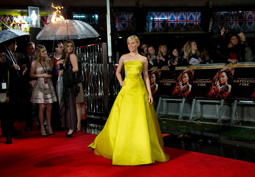 Description of . U.S actress Elizabeth Banks arrives on the red carpet for the World Premiere of Hunger Games: Catching Fire, at a central London cinema, Monday, Nov. 11, 2013. (Photo by Joel Ryan/Invision/AP)