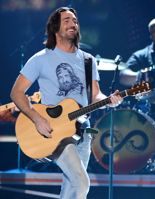 Description of . LAS VEGAS, NV - DECEMBER 10:  Musician Jake Owen performs onstage during the 2012 American Country Awards at the Mandalay Bay Events Center on December 10, 2012 in Las Vegas, Nevada.  (Photo by Mark Davis/Getty Images)