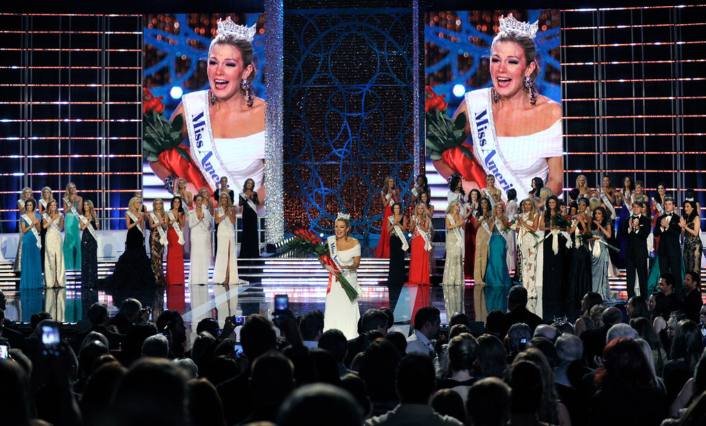 Description of . Mallory Hytes Hagan (C), Miss New York, reacts after being crowned the new Miss America during the 2013 Miss America Pageant at PH Live at Planet Hollywood Resort & Casino on January 12, 2013 in Las Vegas, Nevada.  (Photo by David Becker/Getty Images)