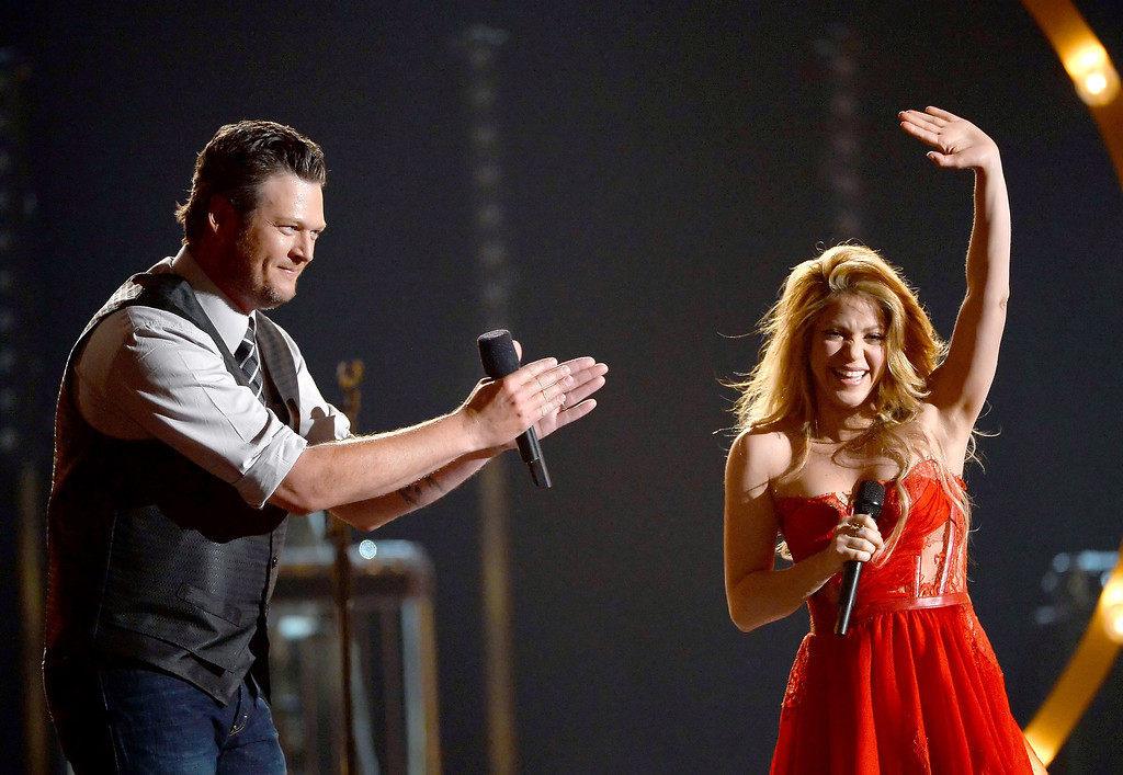 Description of . Musicians Blake Shelton (L) and Sharkira perform onstage during the 49th Annual Academy Of Country Music Awards at the MGM Grand Garden Arena on April 6, 2014 in Las Vegas, Nevada.  (Photo by Ethan Miller/Getty Images)