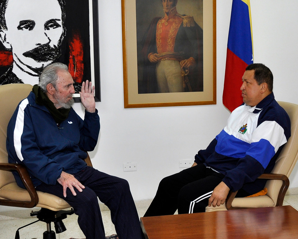 Description of . Former Cuban President Fidel Castro (L) visits Venezuela's President Hugo Chavez, who is recovering from surgery, in Havana March 2, 2012. An ebullient-sounding Chavez said on Thursday he was eating, walking at dawn and recovering fast from an operation on a suspected recurrence of cancer for the Venezuelan president. REUTERS/Miraflores Palace/Handout