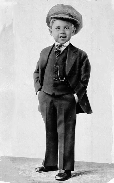 Description of . Child star Mickey Rooney poses for a promotional photo at age 5 in this photo dated about 1925. (AP Photo/File)