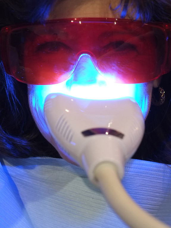 Description of . A visitor gets her teeth whitened at the Teeth Bright booth during the 2014 International CES at the Las Vegas Convention Center on January 8, 2014 in Las Vegas, Nevada. CES, the world's largest annual consumer technology trade show, runs through January 10 and is expected to feature 3,200 exhibitors showing off their latest products and services to about 150,000 attendees. AFP PHOTO/JOE KLAMAR/AFP/Getty Images