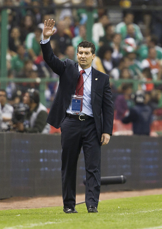 . Mexico\'s coach Jose Manuel De la Torre waves to his players during a 2014 World Cup qualifying match against the United States at the Aztec stadium in Mexico City, Tuesday, March 26, 2013. (AP Photo/Christian Palma)