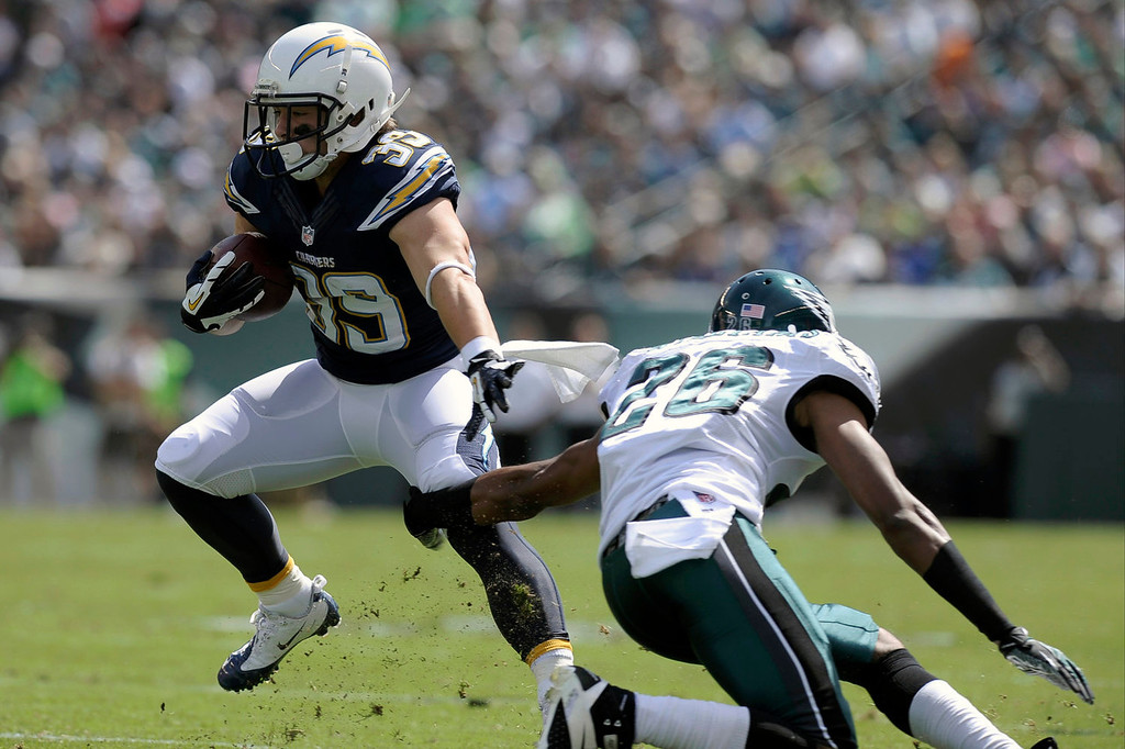 Description of . San Diego Chargers' Danny Woodhead, left, tries to slip past Philadelphia Eagles' Cary Williams during the first half of an NFL football game on Sunday, Sept. 15, 2013, in Philadelphia. (AP Photo/Michael Perez)