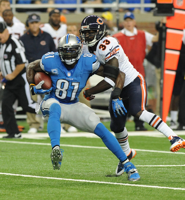 Description of . Detroit Lions wide receiver Calvin Johnson (81) makes a reception in front of Chicago Bears cornerback Charles Tillman (33) during the first quarter of an NFL football game at Ford Field in Detroit, Sunday, Sept. 29, 2013. (AP Photo/Jose Juarez)