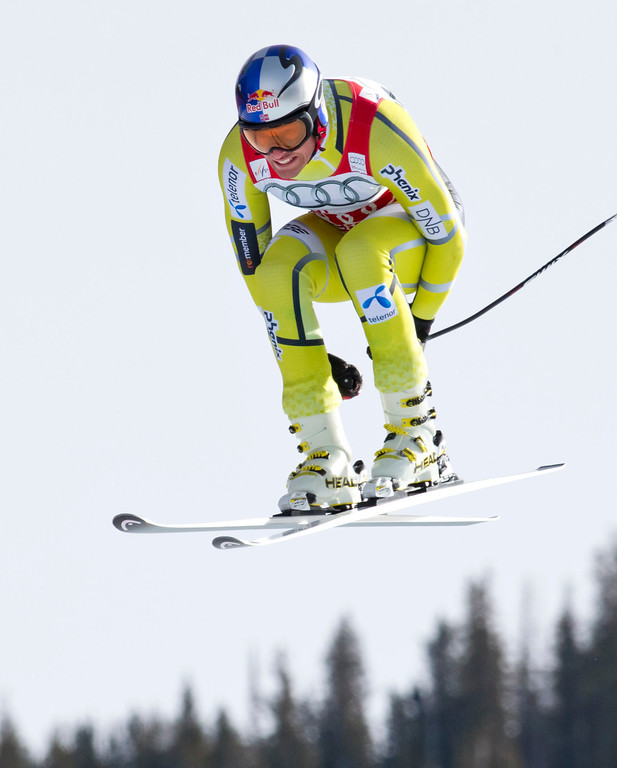Description of . Aksel Lund Svindal, of Norway, speeds down the course during the men's World Cup downhill ski race in Beaver Creek, Colo., on Friday, Nov. 30, 2012.  (AP Photo/Nathan Bilow)