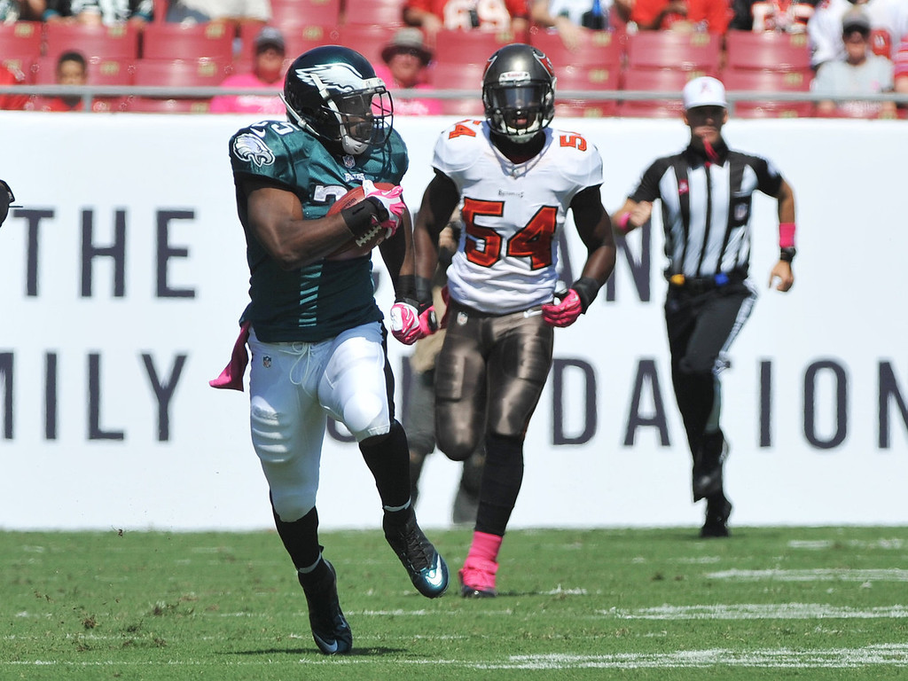 Description of . Running back LeSean McCoy #25 of the Philadelphia Eagles rushes upfield in the 1st quarter against the Tampa Bay Buccaneers October 13, 2013 at Raymond James Stadium in Tampa, Florida. (Photo by Al Messerschmidt/Getty Images)