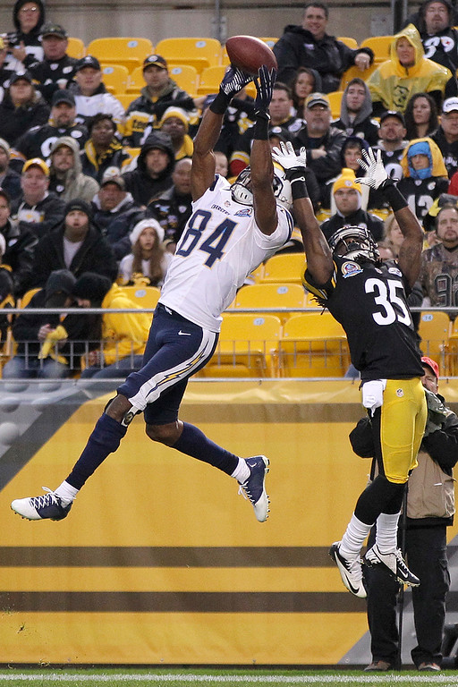 Description of . San Diego Chargers wide receiver Danario Alexander (84) goes up to make a touchdown catch in front of Pittsburgh Steelers defensive back Josh Victorian in the fourth quarter of an NFL football game in Pittsburgh, Sunday, Dec. 9, 2012. (AP Photo/Gene J. Puskar)