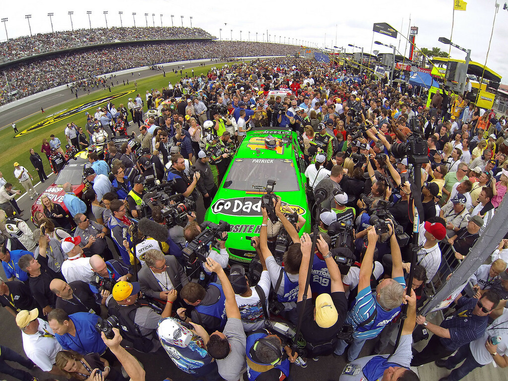 Description of . A crowd of race officials, fans and media jam pit row around Danica Patricks' Chevrolet before the start of the Daytona 500 at Daytona International Speedway in Daytona Beach, Florida, Sunday, February 24, 2013. (Joe Burbank/Orlando Sentinel/MCT)