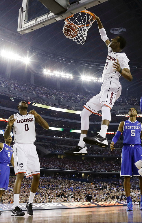Description of . Connecticut forward DeAndre Daniels dunks against Kentucky during the first half of the NCAA Final Four tournament college basketball championship game Monday, April 7, 2014, in Arlington, Texas. (AP Photo/David J. Phillip)