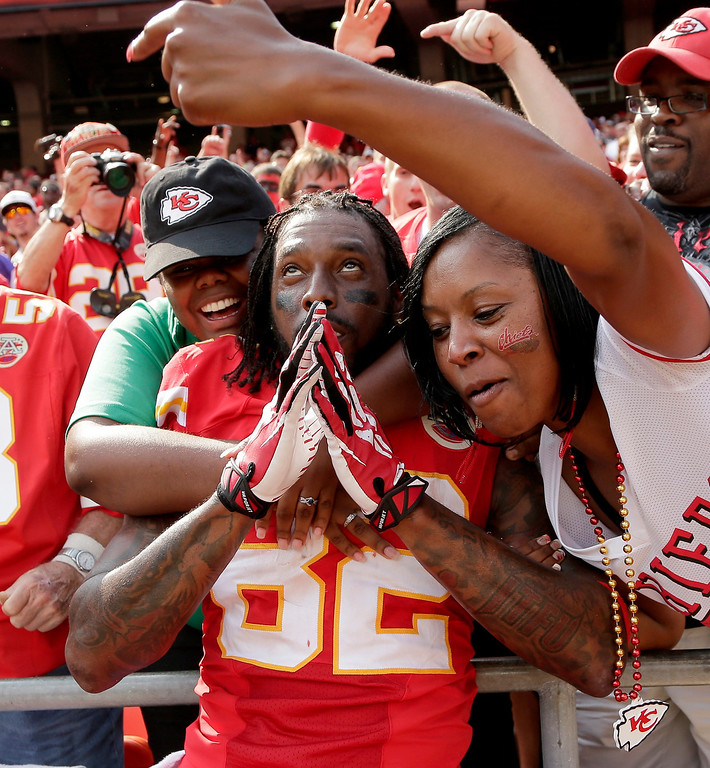 Description of . Kansas City Chiefs wide receiver Dwayne Bowe (82) celebrates with fans after 17-16 win over the Dallas Cowboys in an NFL football game  Sunday, Sept. 15, 2013, in Kansas City, Mo.  (AP Photo/Charlie Riedel)