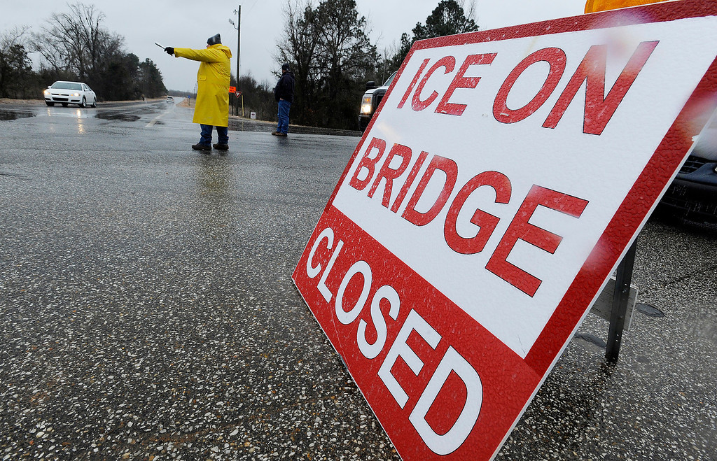 Description of . Traffic is directed off of the Alabama River Parkway at the toll bridge over the Alabama River in Montgomery, Ala. as freezing rain falls on Tuesday, Jan. 28, 2014.   (AP Photo/The Montgomery Advertiser, Mickey Welsh)