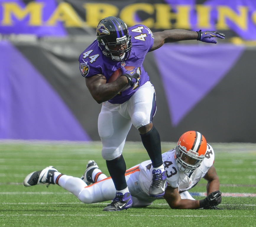 Description of . Baltimore Ravens fullback Vonta Leach eludes the tackle of Cleveland Browns strong safety T.J. Ward after making a reception during the second half of their game on Sunday, September 15, 2013, in Baltimore, Maryland. (Doug Kapustin/MCT)