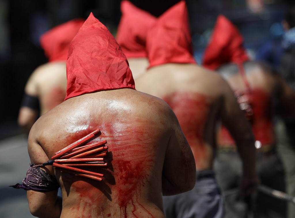Description of . Filipino hooded penitents flagellate themselves during Maundy Thursday rituals to atone for sins on March 28, 2013, in suburban Mandaluyong, east of Manila, Philippines. The ritual is frowned upon by church leaders in this predominantly Roman Catholic country.  (AP Photo/Aaron Favila)
