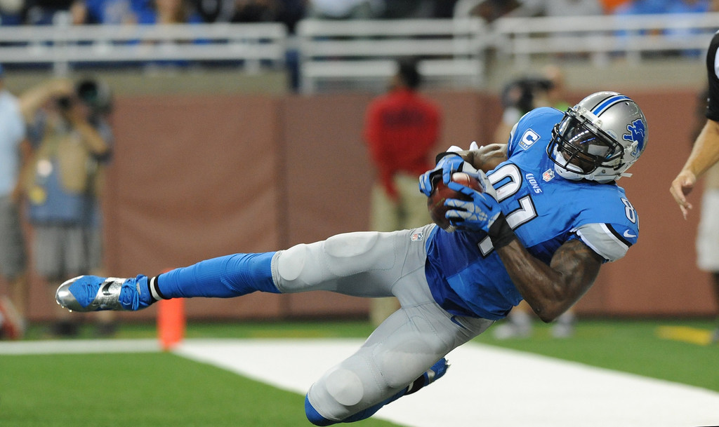 Description of . Detroit Lions wide receiver Calvin Johnson (81) catches but loses control before hitting the turf in the end zone during the second quarter of an NFL football game against the Chicago Bears at Ford Field in Detroit, Sunday, Sept. 29, 2013. (AP Photo/Jose Juarez)