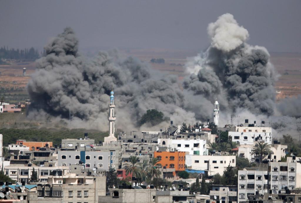 Description of . Smoke rises after an Israeli strike in Gaza City, northern Gaza Strip, Thursday, July 31, 2014. (AP Photo/Majed Hamdan)