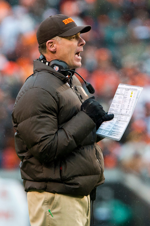 Description of . CLEVELAND, OH - DECEMBER 09: Head coach Pat Shurmur of the Cleveland Browns yells to his players during the second half against the Kansas City Chiefs at Cleveland Browns Stadium on December 9, 2012 in Cleveland, Ohio. (Photo by Jason Miller/Getty Images)