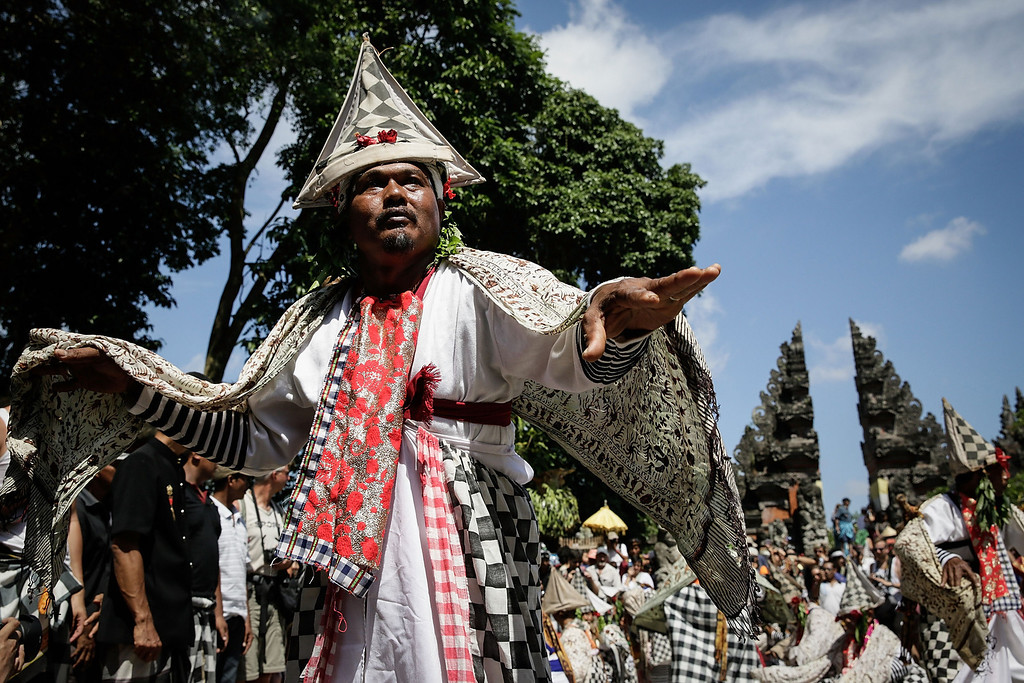 Description of . A Balinese dancer performs Baris Dance at the cemetery during the Royal cremation ceremony on November 1, 2013 in Ubud, Bali, Indonesia. (Photo by Agung Parameswara/Getty Images)