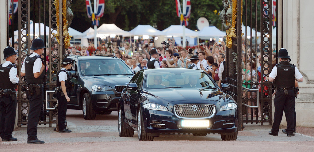 Description of . A Jaguar car is driven into the Forecourt of Buckingham Palace bringing the news to announce the birth of a baby  boy, at 4.24pm to the Duke and Duchess of Cambridge at St Mary\'s Hospital on July 22, 2013 in London, England. (Photo by John Stillwell/WPA Pool/Getty Images)