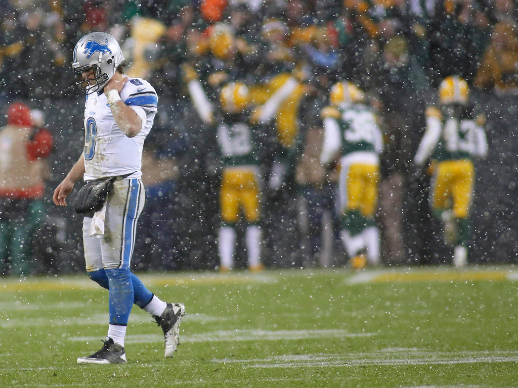 . Detroit Lions quarterback Matthew Stafford (L) reacts after  fumbling the ball that was recovered and ran back for a touchdown by Green Bay Packers defensive end Mike Daniels during the first half of a NFL football game in Green Bay, Wisconsin December 9, 2012. REUTERS/Darren Hauck