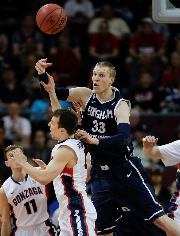 Description of . BYU's Nate Austin (33) passes the ball over Gonzaga's Kevin Pangos in the first half of the NCAA West Coast Conference tournament championship college basketball game, Tuesday, March 11, 2014, in Las Vegas. (AP Photo/Julie Jacobson)