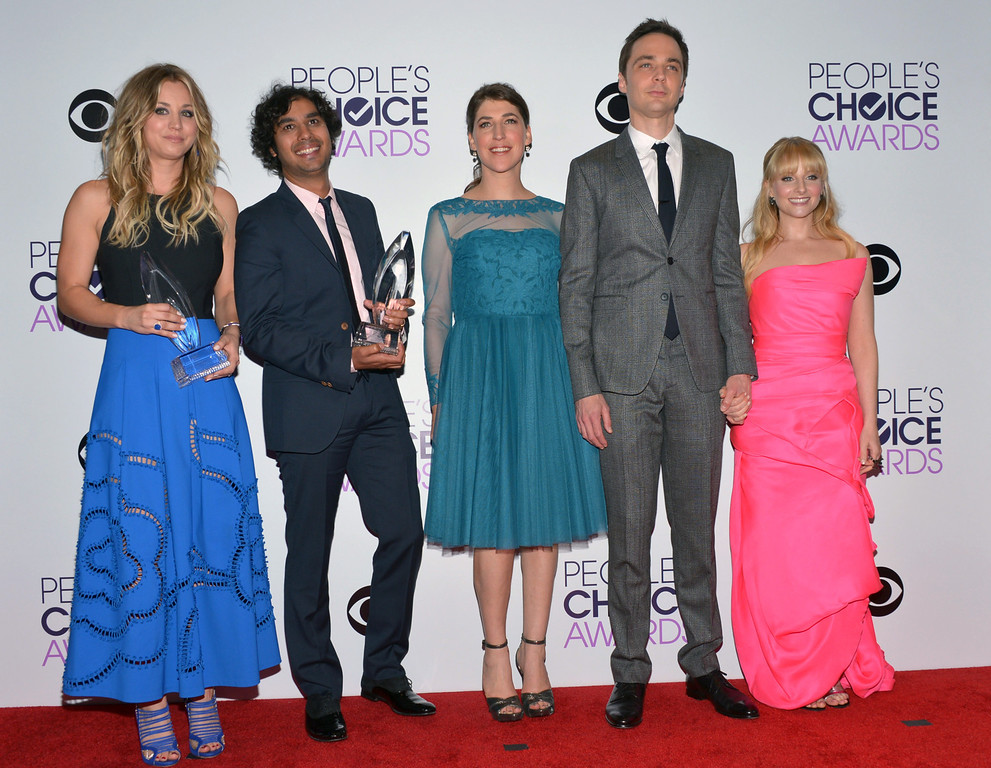 Description of . From left, Kaley Cuoco, Kunal Nayyar, Mayim Bialik, Jim Parsons and Melissa Rauch pose in the press room with the award for favorite network TV comedy at the 40th annual People's Choice Awards at Nokia Theatre L.A. Live on Wednesday, Jan. 8, 2014, in Los Angeles. (Photo by John Shearer/Invision/AP)