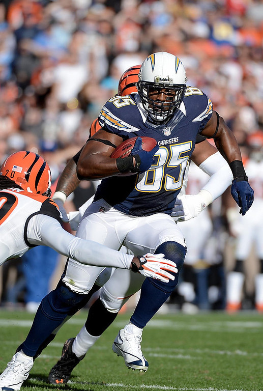 Description of . Antonio Gates #85 of the San Diego Chargers catches the ball against the Cincinnati Bengals on December 2, 2012 at Qualcomm Stadium in San Diego, California. (Photo by Donald Miralle/Getty Images)