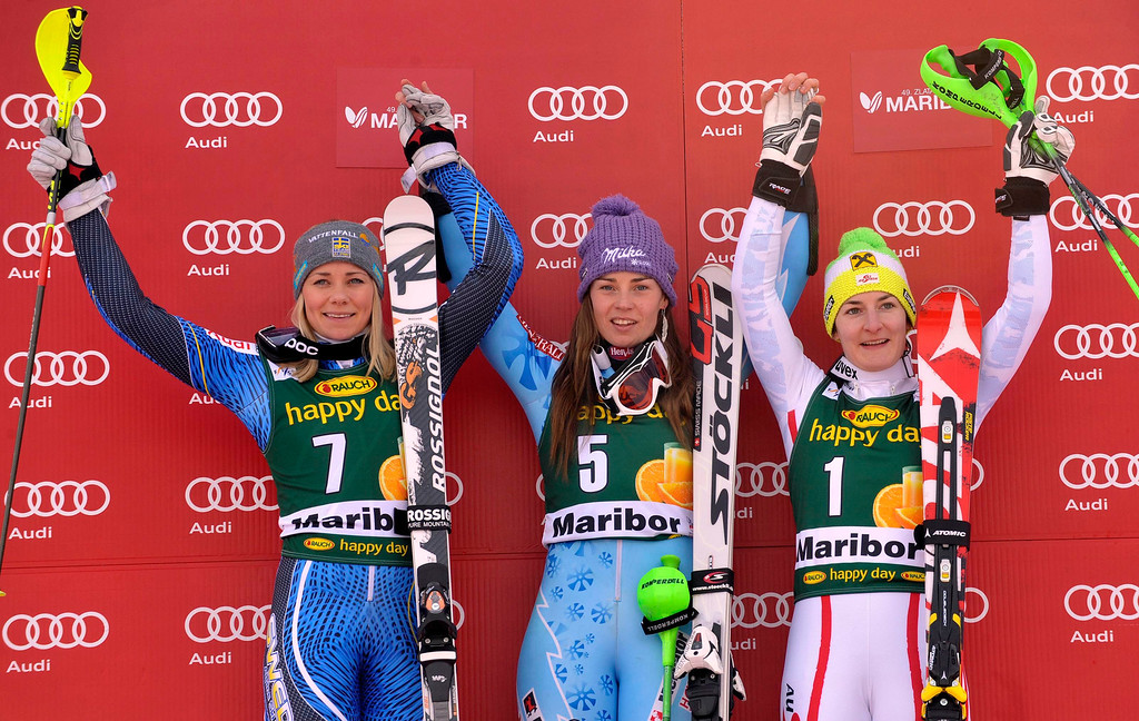 . First placed Tina Maze of Slovenia (C), second placed Frida Hansdotter of Sweden (L) and third placed Kathrin Zettel of Austria (R) celebrate after the World Cup Women\'s Slalom race in Maribor, January 27, 2013. REUTERS/Srdjan Zivulovic