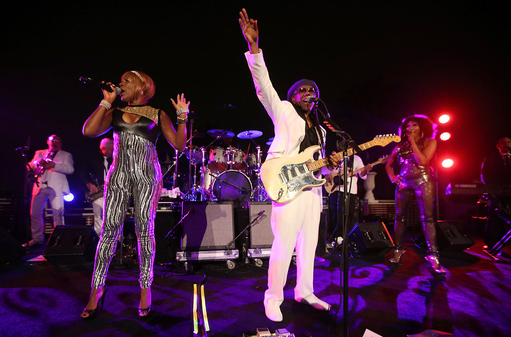 Description of . Recording artists Kimberly Davis (L) and Nile Rodgers perform onstage during the Warner Music Group annual GRAMMY celebration at Sunset Tower on January 26, 2014 in West Hollywood, California.  (Photo by Christopher Polk/Getty Images for Warner Bros.)