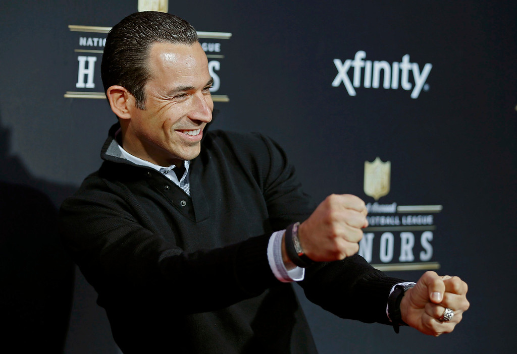 Description of . Race driver Helio Castroneves of Brazil arrives at the 2nd Annual NFL Honors in New Orleans, Louisiana, February 2, 2013. The San Francisco 49ers will meet the Baltimore Ravens in the NFL Super Bowl XLVII football game February 3.  REUTERS/Lucy Nicholson