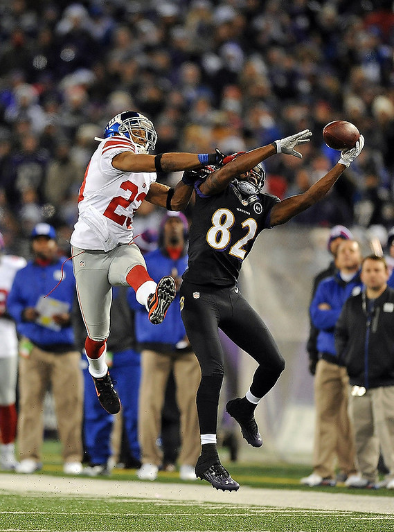 . Baltimore Ravens\' Torrey Smith (82) makes a one-handed catch as New York Giants\' Corey Webster defends during an NFL football game in Baltimore, Sunday, Dec. 23, 2012. (AP Photo/The Record, Tyson Trish)