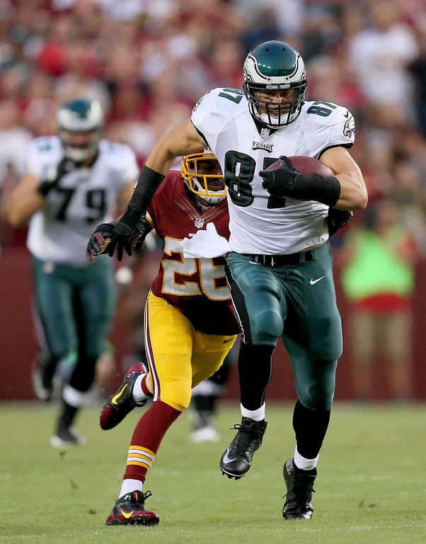 Description of . Tight end Brent Celek #87 of the Philadelphia Eagles runs after a catch in front of cornerback Josh Wilson #26 of the Washington Redskins in the first quarter at FedExField on September 9, 2013 in Landover, Maryland.  (Photo by Rob Carr/Getty Images)
