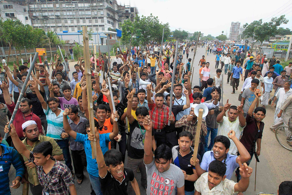 Description of . Garment workers shout slogans as they block a street during a protest to demand capital punishment for those responsible for the collapse of the Rana Plaza building in Savar, outside Dhaka April 30, 2013.  REUTERS/Sajid Hossain