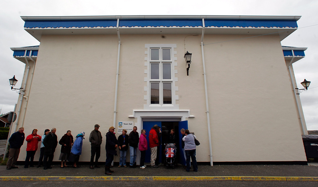 Description of . People line up to cast their vote at the Town Hall polling station in Stanley, March 10, 2013.  Residents of the Falkland Islands started voting on Sunday in a sovereignty referendum that seeks to counter Argentina's increasingly assertive claim over the British-ruled territory. REUTERS/Marcos Brindicci